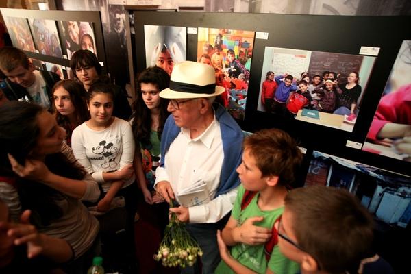 Branko Lustig s učenicima