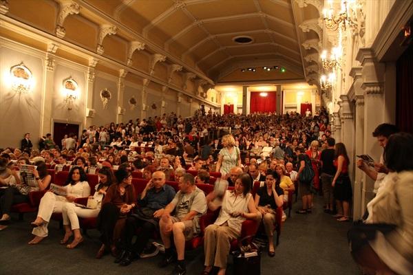 Publika na otvaranju 3. Festivala